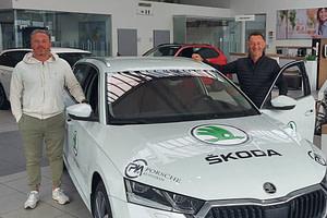 Ivo Novotny und Heinrich Horn mit neuem Skoda Octavia Vereinsauto von Porsche Kufstein